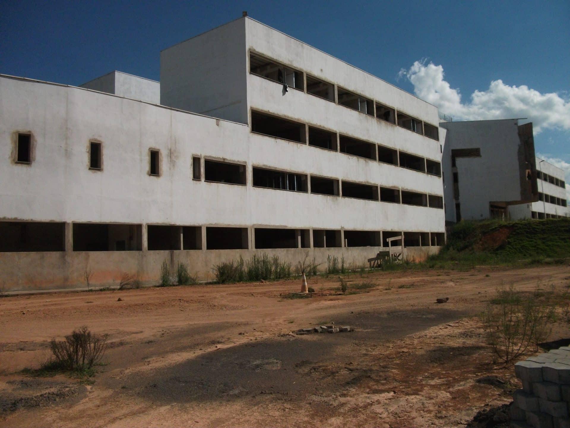 Vereador diz não acreditar na retomada da obra Hospital Regional – Lafaiete  Agora